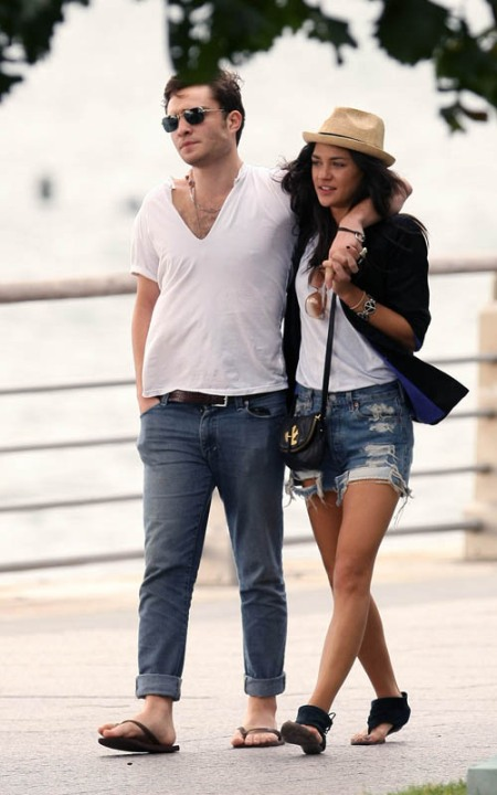 I'm liking Vanessa's sandals.. Wonder where can i get one?! :)